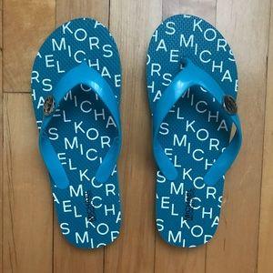 New w Michael Kors blue Flip-flops size 4-5